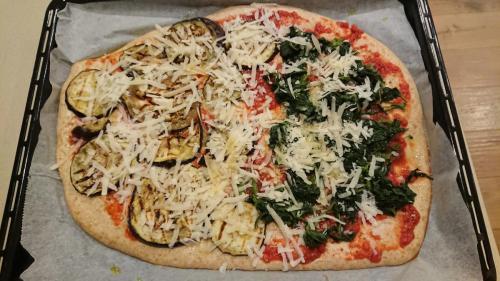 pizza da infornare, ortiche e melanzane