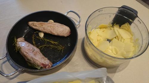 preparare il filetto e le patate tagliate sottili