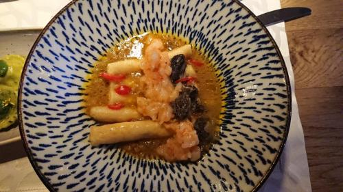 Grani di pepe - gnocchi di spugnole e gamberi in salsa mariniere