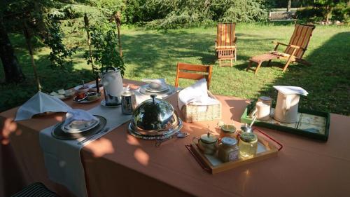 b&b i due tigli - colazione luculliana in giardino