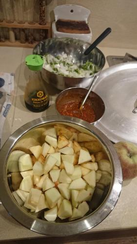 infine mele, curry, salsa di soia....