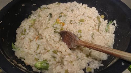 risotto e tagli di talli di zucchina: infine mantecare