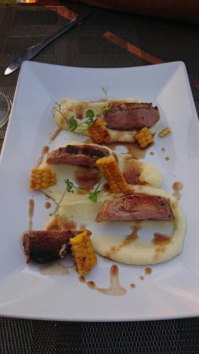 Osteria Solder, antipasto: petto d'anatra confit, pannocchi alla brace, pure di patate