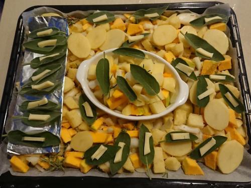 verdure al forno, con salvia e formaggio